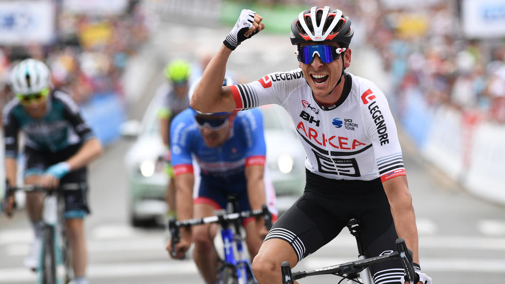 France's Warren Barguil celebrates as he crosses the finish line during the French cycling championship in La Haye-Fouassiere, western France, on June 30, 2019. (Photo by Fred TANNEAU / AFP)